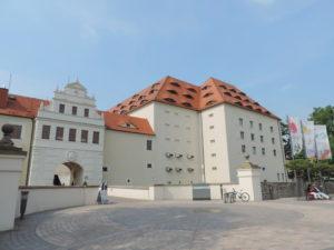 Blick vom Schlossplatz auf Schloss Freudenstein