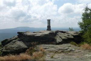 Aussichtsplateau auf dem Großen Zschirnstein - Blick zum Hohen Schneeberg