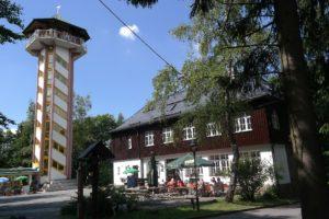 Gasthaus und Aussichtsturm auf dem Scheibenberg