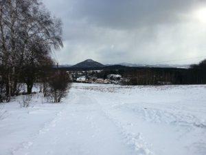 Blick über Binsdorf auf den Rosenberg