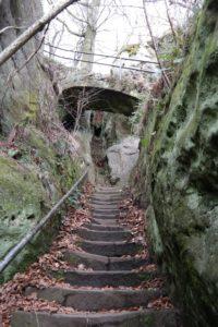 Vom Felsplateau des Neuen Wildenstein hinab auf die Kuhstallebene