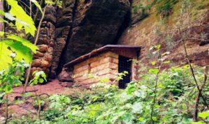 Kleine Steinhütte am Wildschützensteig