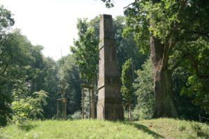 Obelisk im Seifersdorfer Tal