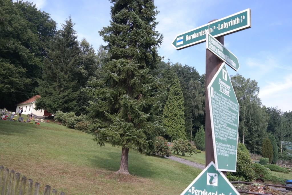 Friedhof unterhalb des Bernhardstein