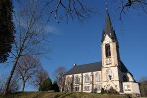 Neogotische Kirche in Rechenberg-Bienenmühle