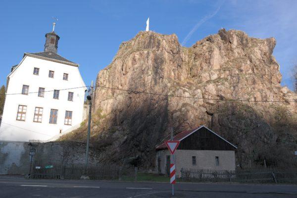 Felssporn mit Burgruine und Rathaus