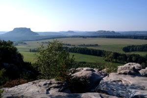 Blick auf den Lilienstein und die Festung Königstein vom Rauenstein
