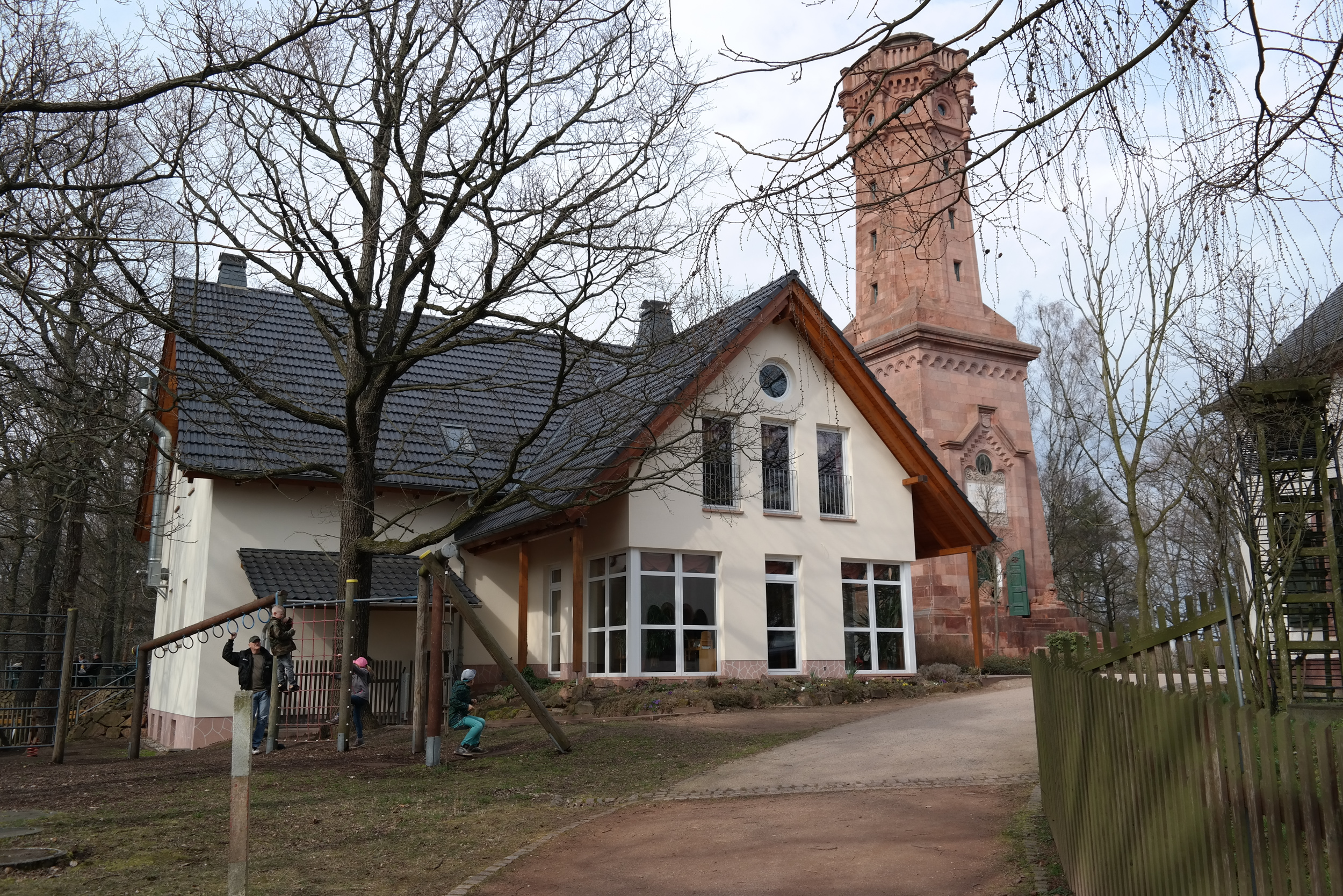 Friedrich-August-Turm mit Gaststätte auf dem Rochlitzer Berg