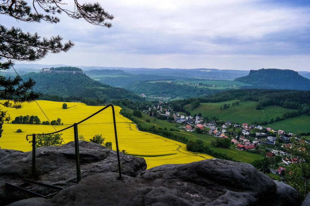 Blick vom nördlichen Pfaffenstein auf Königstein und Lilienstein