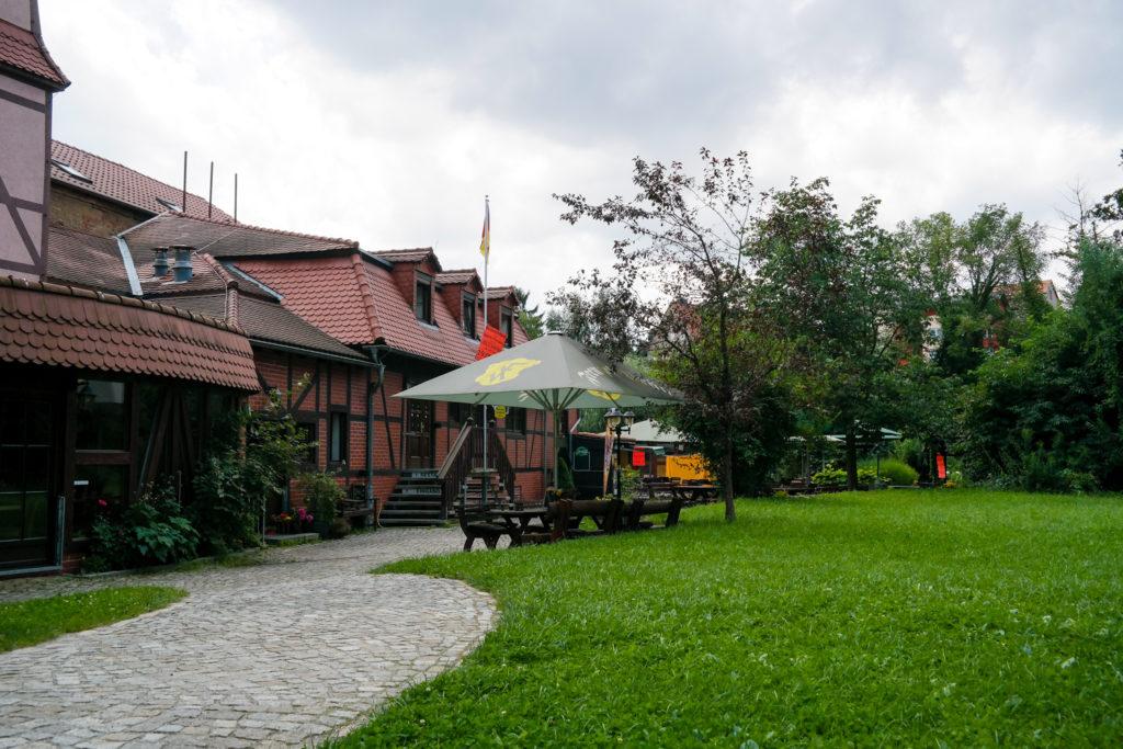 gemütlicher Biergarten der Spree-Pension in Bautzen