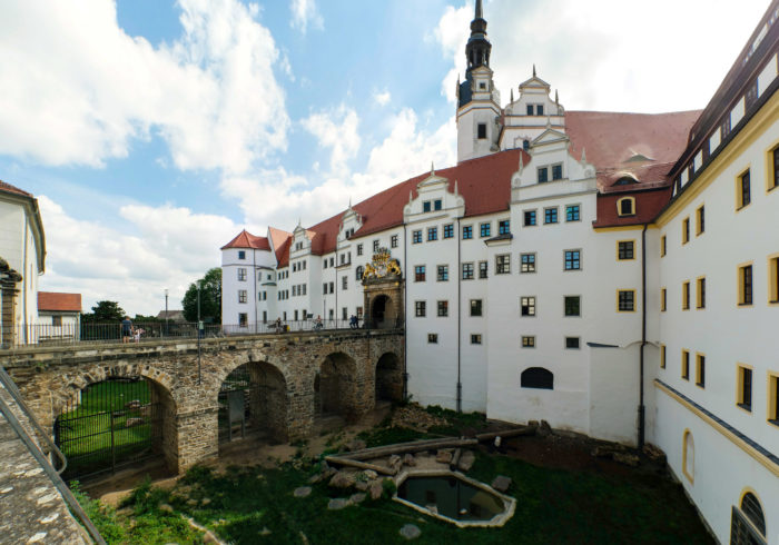 Eingang mit Bärenfang des Schloss Hartenfels