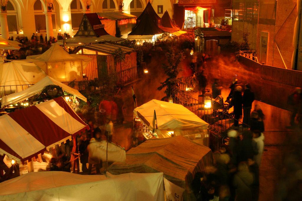 """Weihnachten im Stallhof <a href=""""https://www.flickr.com/photos/paleontour/3115235979/"""">Paleontour</a>"""
