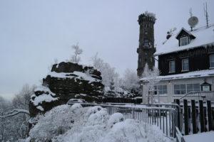 Aussichtsturm auf dem Hohen Schneeberg mit Gaststätte