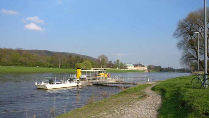 Elbfähre nahe Schloss Pillnitz