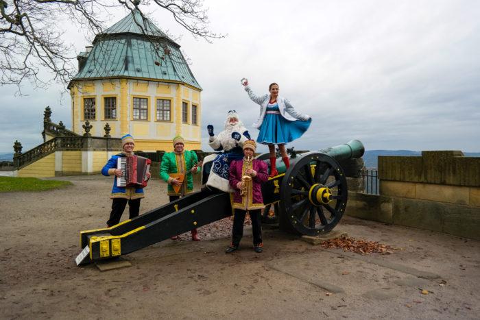 Kanone der Festung mit der barocken Friedrichsburg im Hintergrund