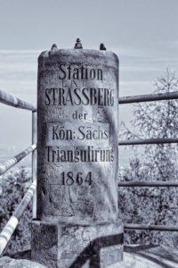 Station Strassberg (Nr. 39) in Lückendorf auf der Fuchskanzel im Zittauer Gebirge - Königlich Sächsische Triangulierung; © Pierre Junghans