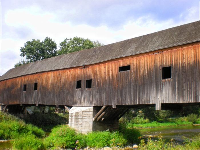 """Holzbrücke Wünschendorf. Deutsch: Holzbrücke in Wünschendorf / Thüringen. gemeinfreie Bildlizenz, Quelle: <a href=""""https://commons.wikimedia.org/wiki/File:Holzbr%C3%BCcke_wuenschendorf.JPG"""">wikipedia.org</a>"""